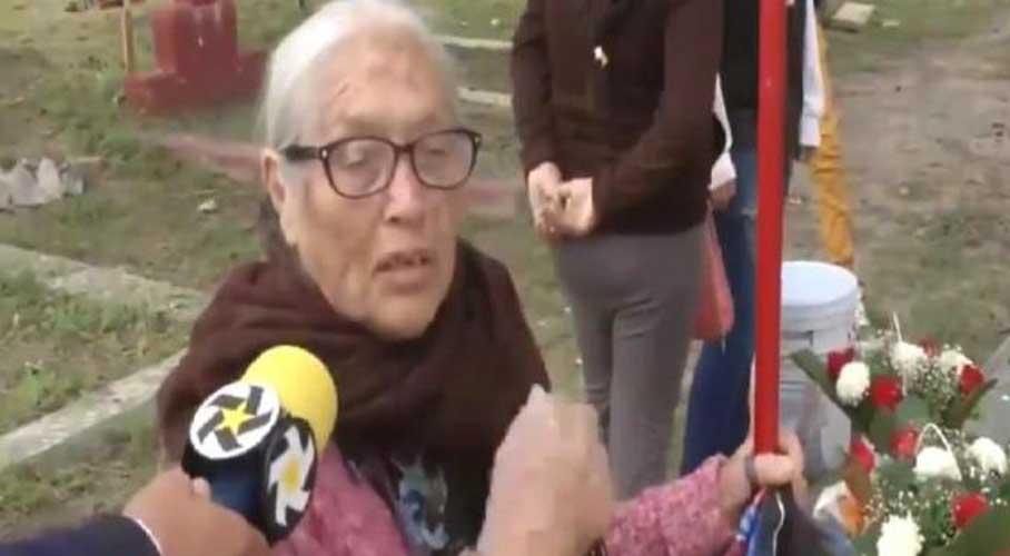 """Video: Señora recuerda a sus difuntos como """"una bola de borrachos""""   El Imparcial de Oaxaca"""