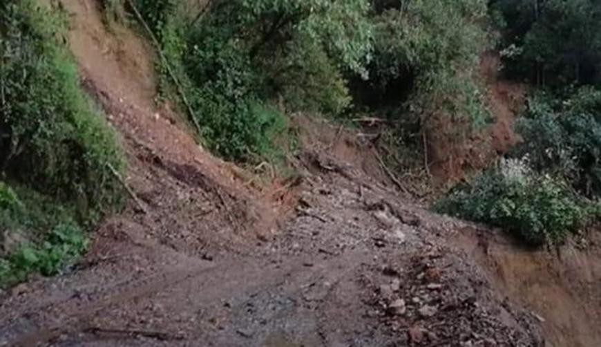 Atienden carreteras afectadas por deslaves en Oaxaca | El Imparcial de Oaxaca