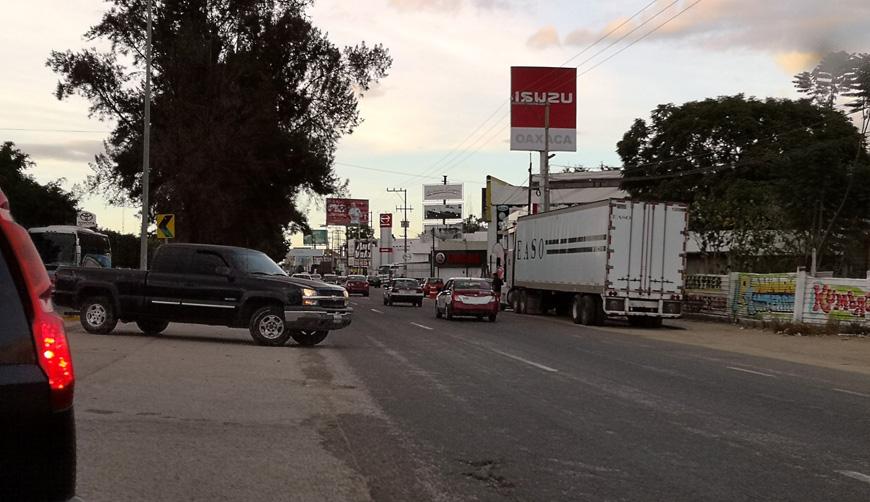 Advierten peligros en Oaxaca por vueltas en U prohibidas | El Imparcial de Oaxaca