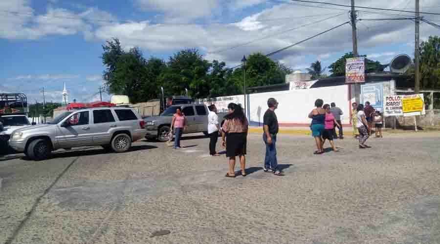 Bloquean vecinos por reparación de drenaje | El Imparcial de Oaxaca