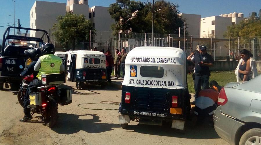 Mototaxi choca contra motociclistas en Xoxocotlán | El Imparcial de Oaxaca