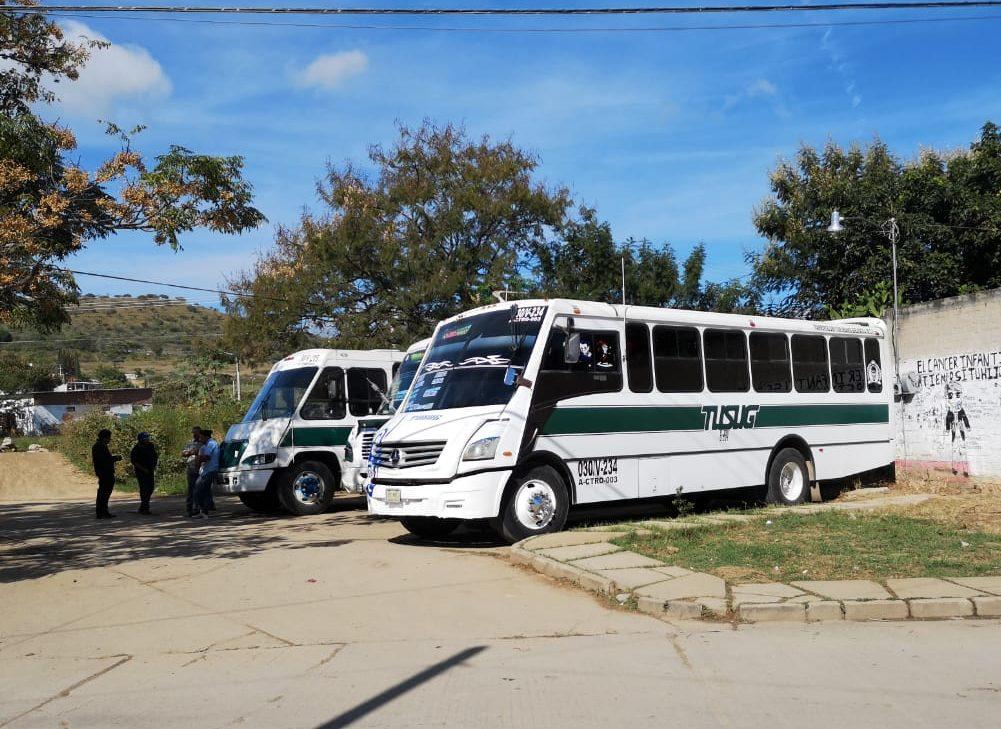 Por atropellamiento fatal, vecinos de Montoya retienen autobuses | El Imparcial de Oaxaca