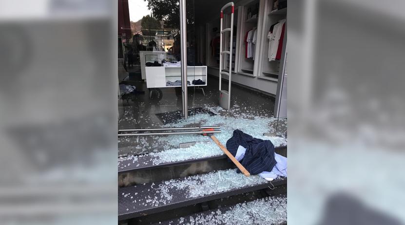 Con marro en mano entran a robar a Lacoste de Plaza Parque | El Imparcial de Oaxaca