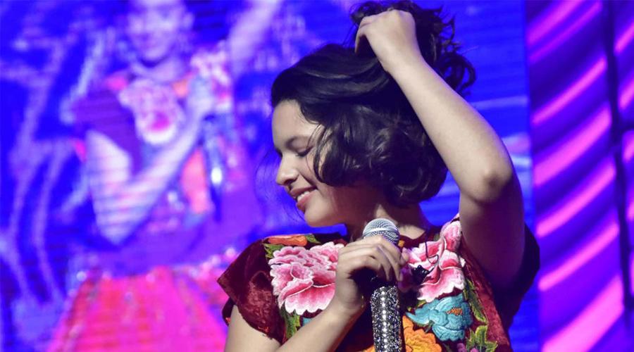 Hija de Pepe Aguilar presume vida llena de lujos en escotado atuendo | El Imparcial de Oaxaca
