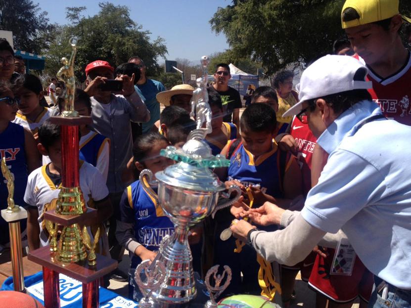 Juegan por la Amistad en el Tequio   El Imparcial de Oaxaca