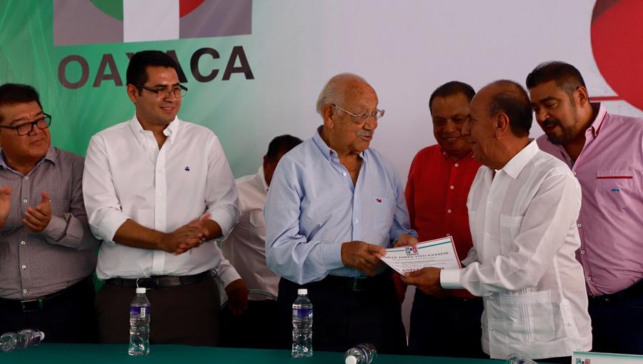 Sin liderazgo, en 30 minutos, el PRI cerró su desangelado festejo en Oaxaca | El Imparcial de Oaxaca