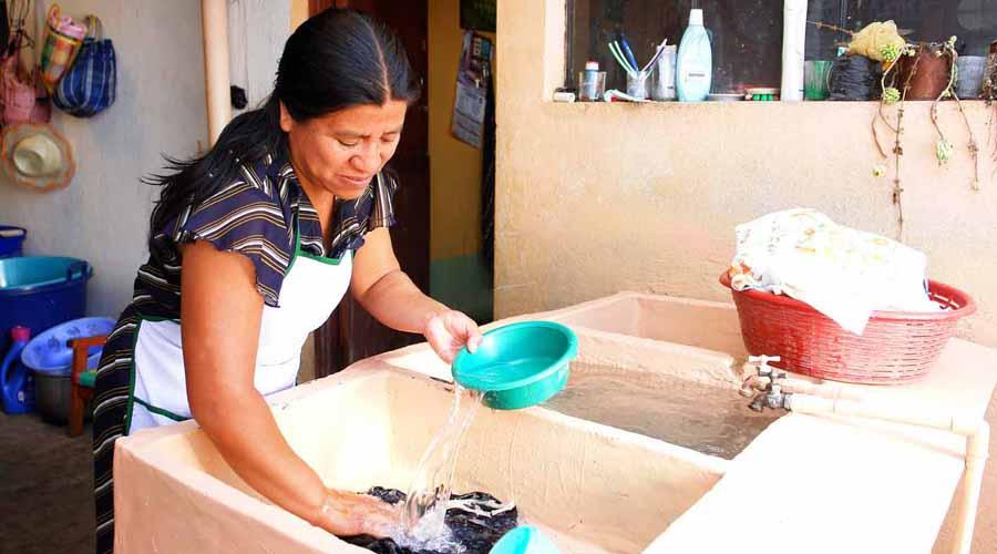 Laboran jefas de familia entre 14 y 16 horas diarias | El Imparcial de Oaxaca