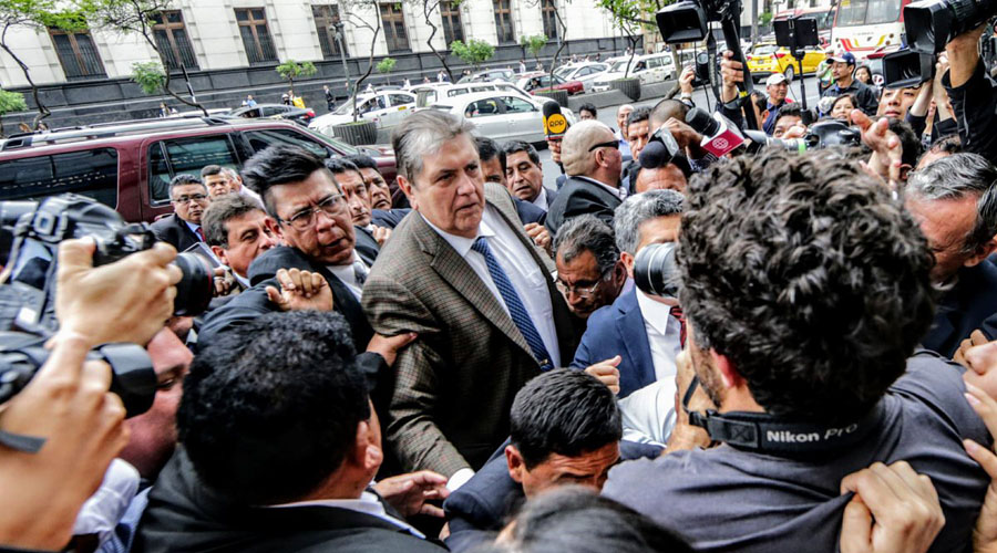 Muere expresidente peruano tras dispararse para evitar su detención | El Imparcial de Oaxaca