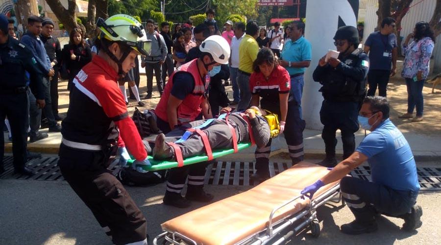 Video: Joven de 16 años se tira de un puente en Pueblo Nuevo, Oaxaca   El Imparcial de Oaxaca