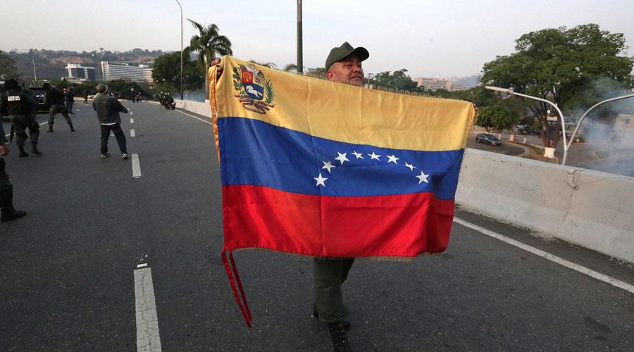 Video: Tanquetas militares atropellan a manifestantes en Venezuela | El Imparcial de Oaxaca