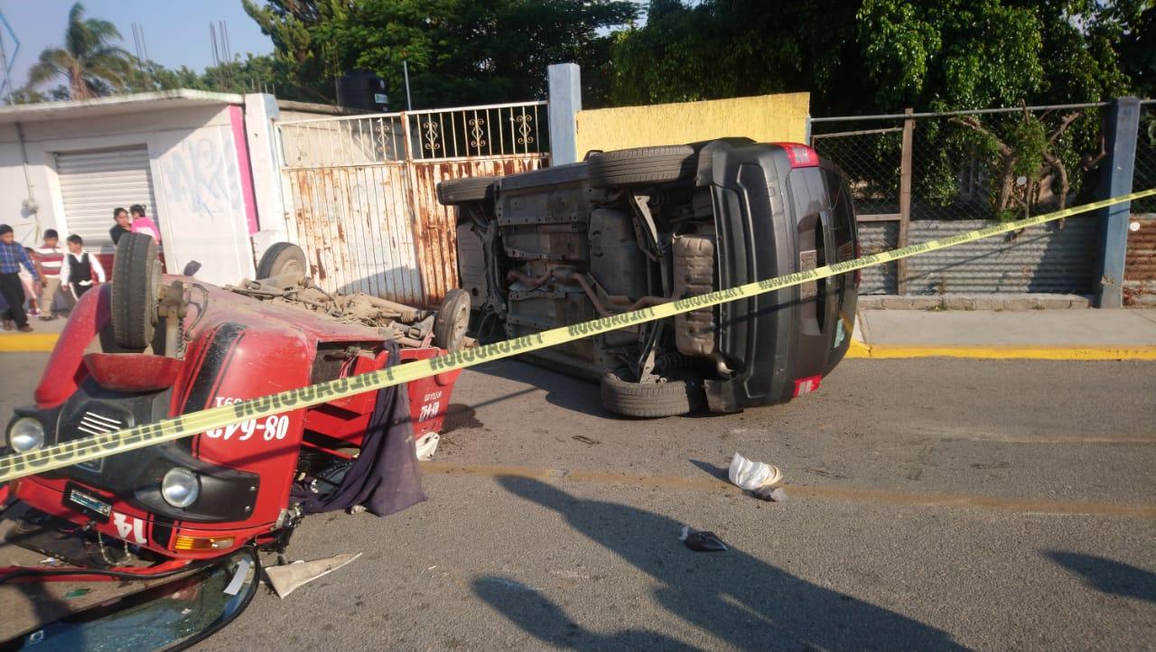 Choque-volcadura en Suchilquitongo deja dos lesionados | El Imparcial de Oaxaca