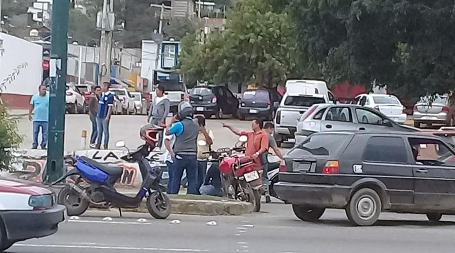 Camioneta atropella a un motociclista en la colonia del maestro | El Imparcial de Oaxaca