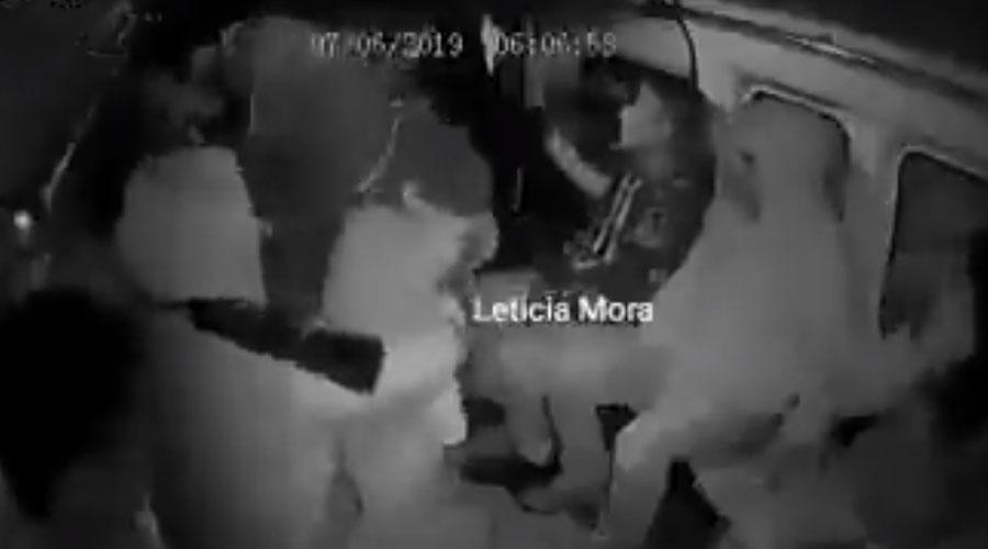 Video: Niño sufre ataque de pánico durante asalto a transporte público   El Imparcial de Oaxaca