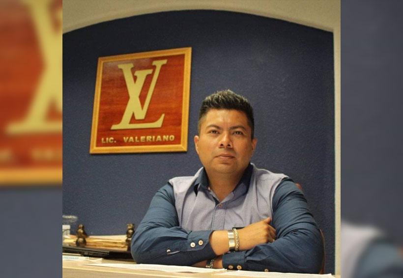 Licenciado Valeriano, el logo de su despacho lo convierte en un fenómeno viral | El Imparcial de Oaxaca