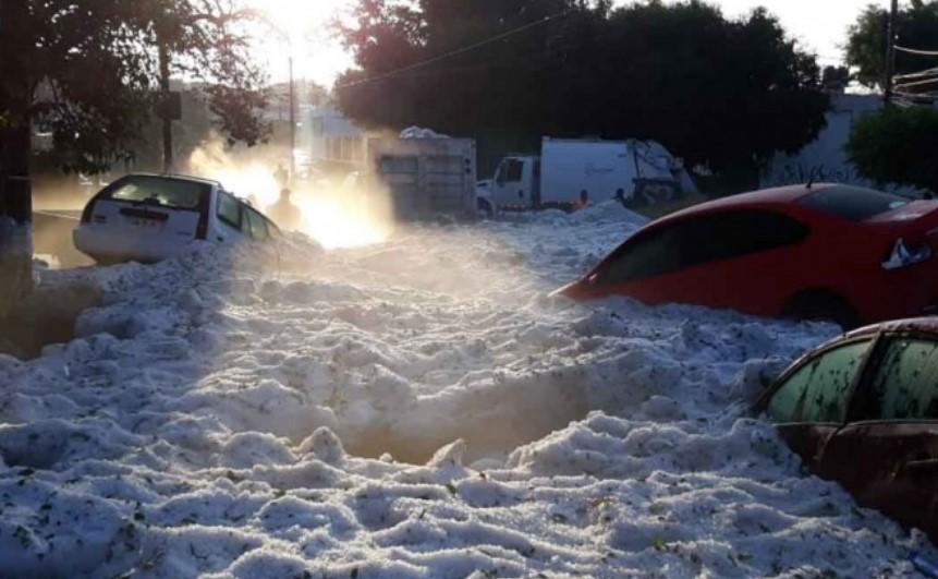 Video: Amanece Guadalajara con hasta un metro de hielo por granizada | El Imparcial de Oaxaca