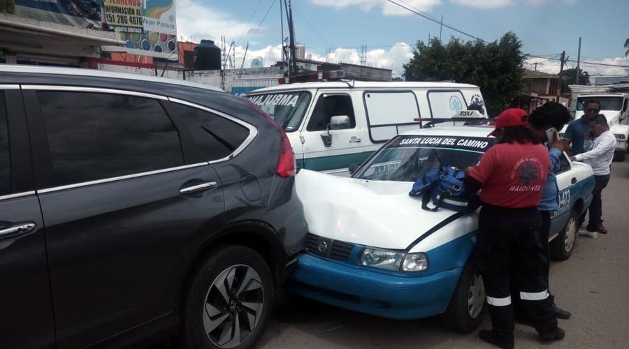 Choque entre taxi y camioneta deja dos lesionados en Santa Cruz Amilpas, Oaxaca | El Imparcial de Oaxaca