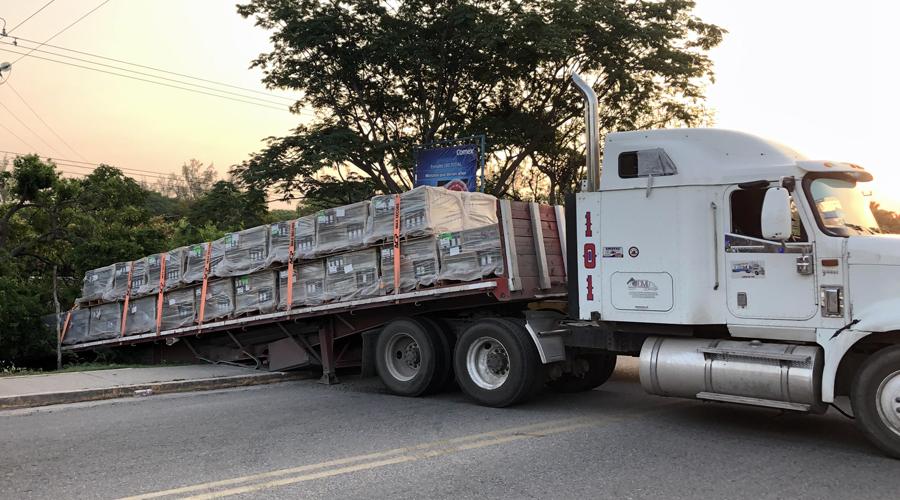 Se embanca tráiler en Juchitán | El Imparcial de Oaxaca