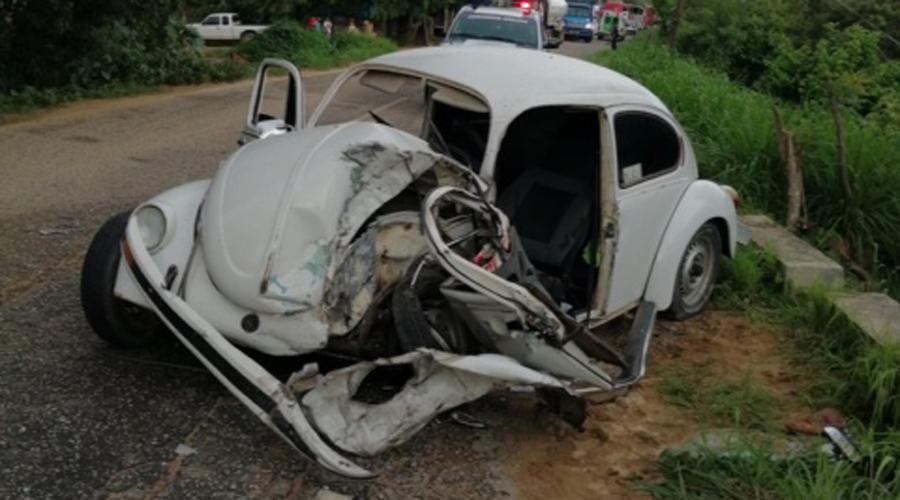 Choca Volkswagen a la altura de Huaxpaltepec | El Imparcial de Oaxaca