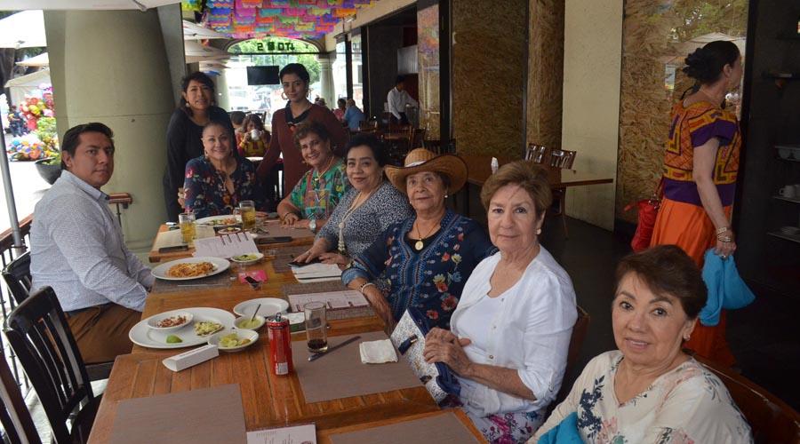 Estrechan su amistad   El Imparcial de Oaxaca