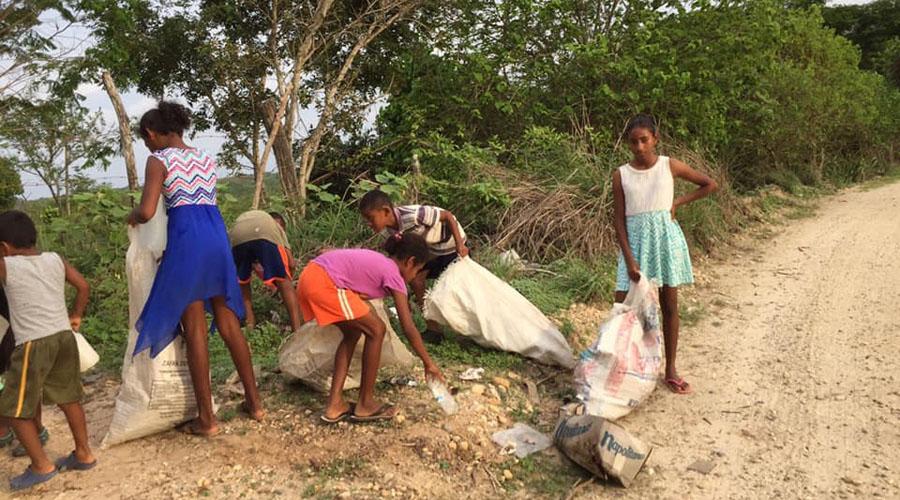 Afromexicanos limpian las calles de Santiago Tapextla | El Imparcial de Oaxaca
