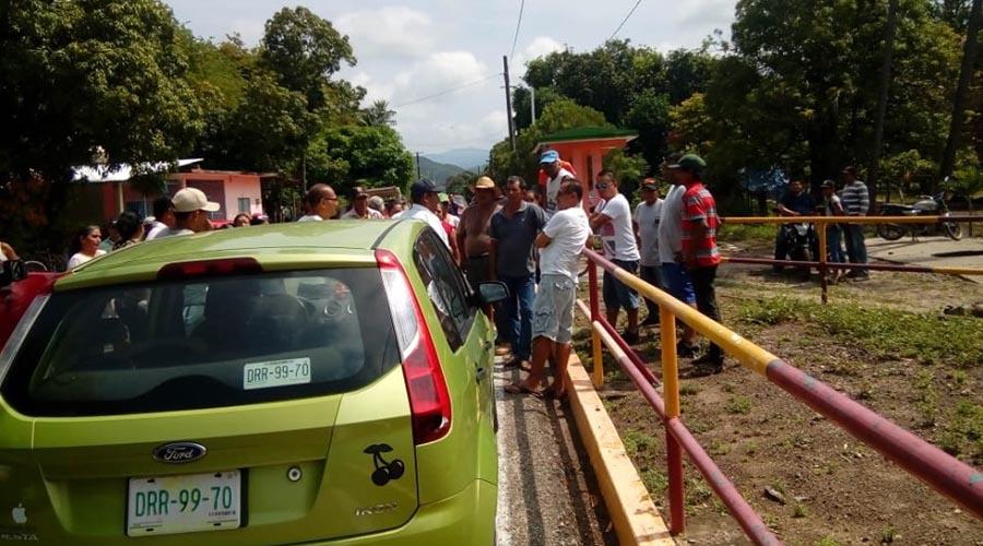 Bloquean pobladores del Istmo para exigir luz en sus hogares | El Imparcial de Oaxaca