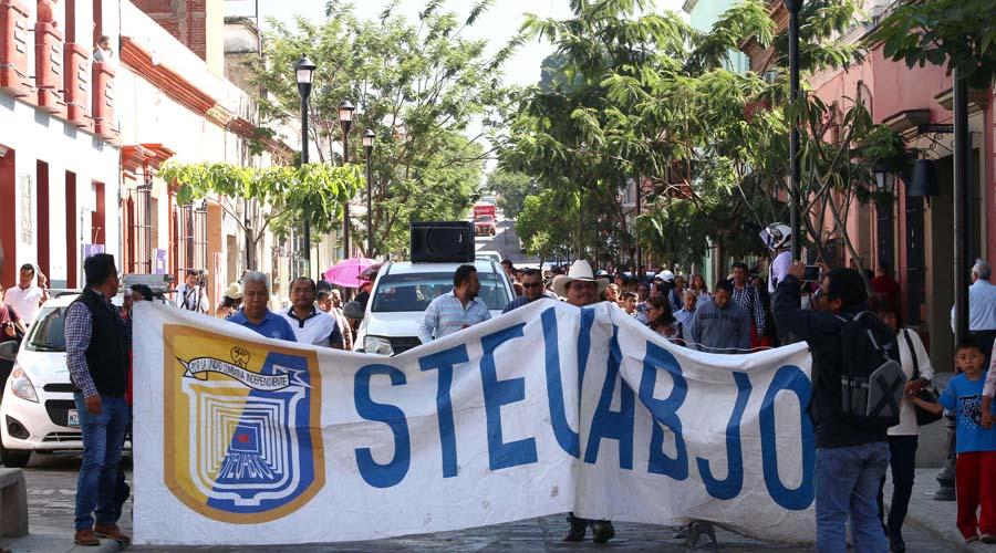 Segundo día de bloqueo en Ciudad Administrativa por parte del STEUABJO | El Imparcial de Oaxaca