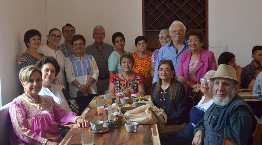 Compañeros de grupo folclórico asisten al doble festejo de cumpleaños | El Imparcial de Oaxaca