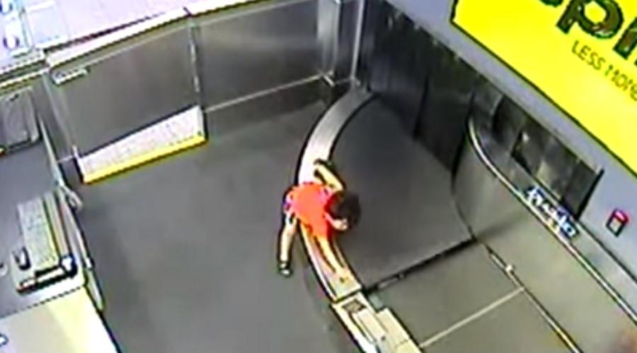 Video: Niño se pierde en cinta transportadora del aeropuerto | El Imparcial de Oaxaca