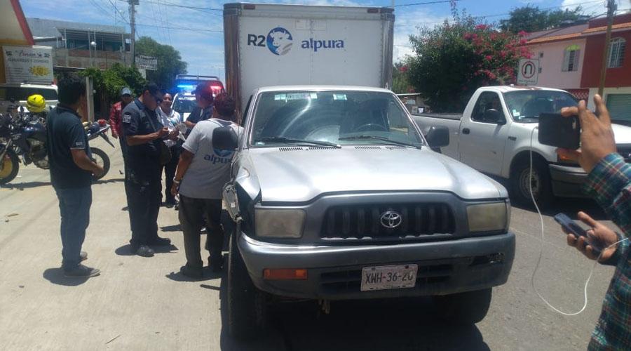 Choque en Xoxocotlán deja daños materiales | El Imparcial de Oaxaca