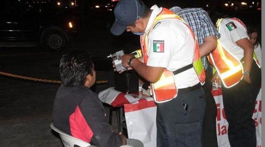 Mujer trata de agredir a policías en alcoholímetro en Huajuapan   El Imparcial de Oaxaca