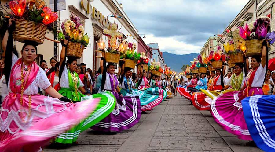 Guelaguetza se muestra  en documentos y trajes | El Imparcial de Oaxaca