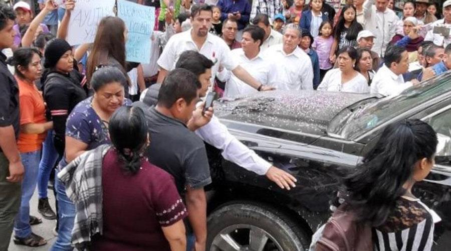 Pobladores de Ayutla retienen a  López Obrador para pedir agua   El Imparcial de Oaxaca
