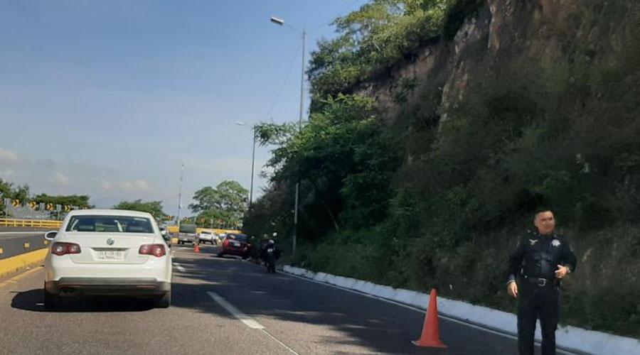 Estrella su auto contra el cerro en El Fortín | El Imparcial de Oaxaca