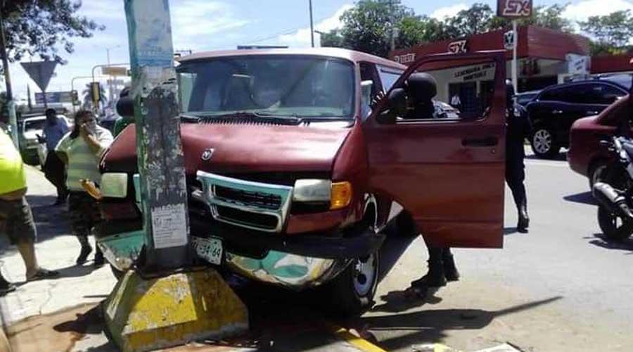 Se convulsiona y choca contra poste de semáforo en avenida Universidad | El Imparcial de Oaxaca