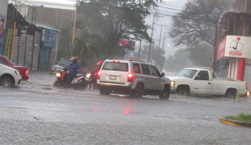 Encharcamientos dejan fuertes lluvias en Valles Centrales | El Imparcial de Oaxaca