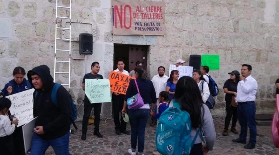 Bajo protesta, docentes de la Casa de la Cultura piden respuesta | El Imparcial de Oaxaca