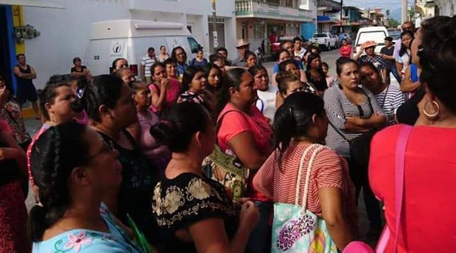 Toman las instalaciones de sucursal bancaria en Ciudad Ixtepec | El Imparcial de Oaxaca