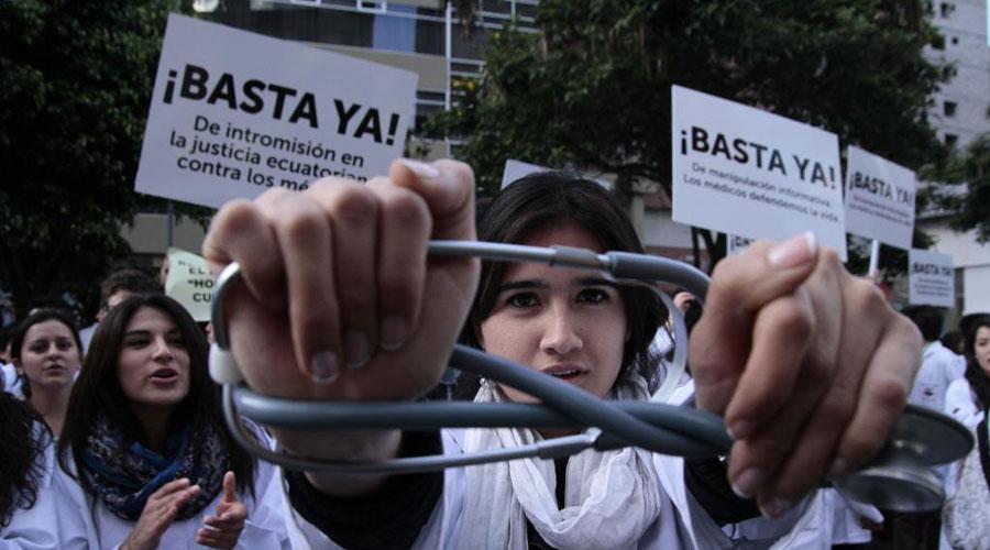 Médicos demandan pago de becas y condiciones dignas para trabajar | El Imparcial de Oaxaca