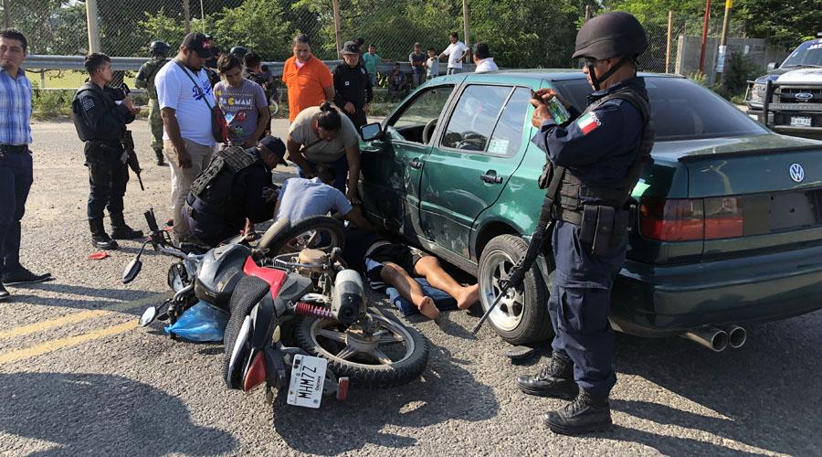 Motociclistas se estrella contra un automóvil en Juchitán | El Imparcial de Oaxaca
