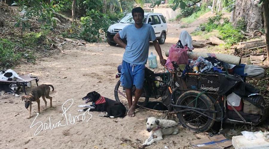 Video: Llega a la costa de Oaxaca Edgardo, el hombre que rescata perros | El Imparcial de Oaxaca