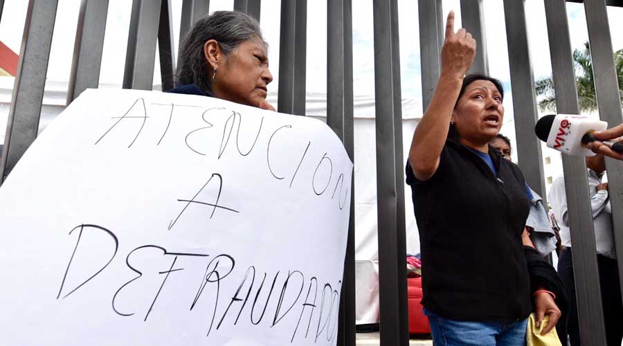 Bloquean accesos al recinto legislativo   El Imparcial de Oaxaca