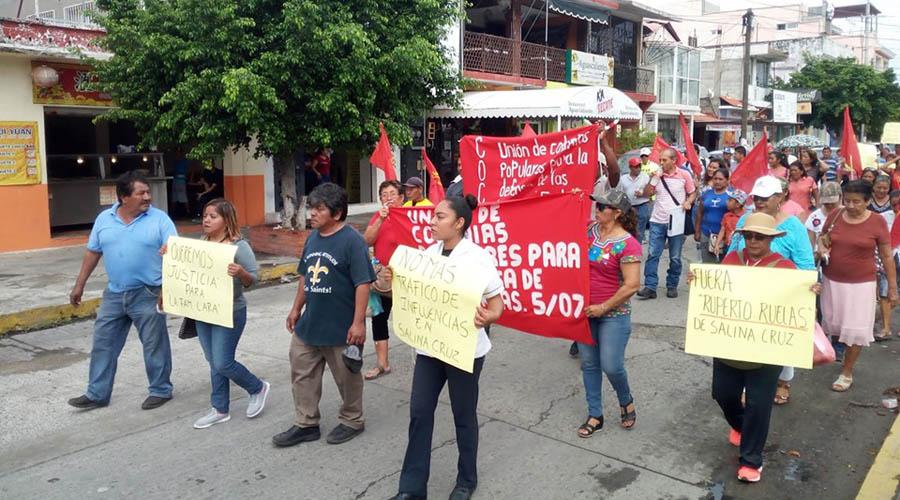 En Salina Cruz, se manifiestan en el Juzgado Primero de lo Civil | El Imparcial de Oaxaca