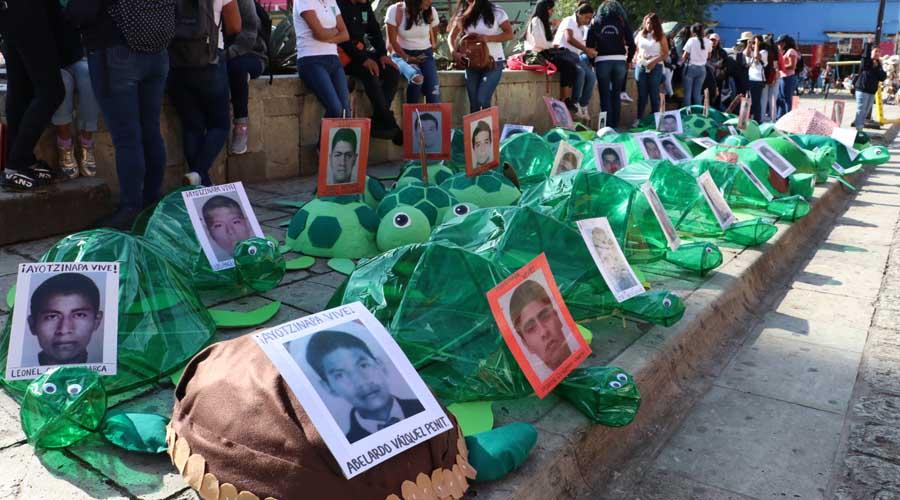 Normalistas de Oaxaca exigen justicia por Ayotzinapa | El Imparcial de Oaxaca