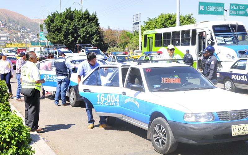 Viajan violencia y corrupción a bordo de taxis azules en Oaxaca | El Imparcial de Oaxaca