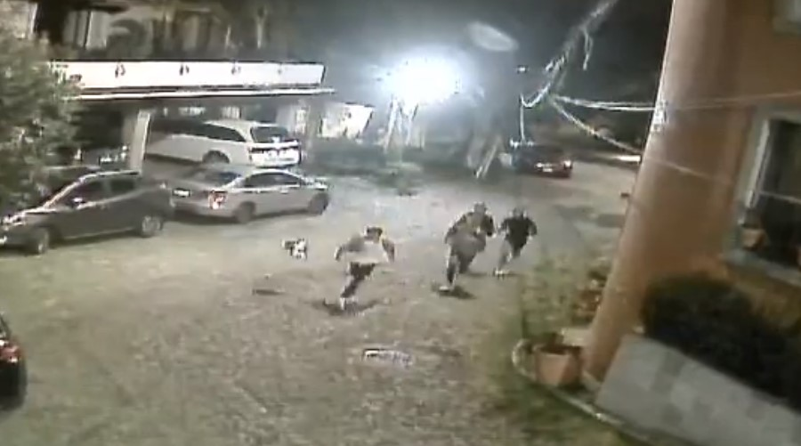 Video: Mujer amenaza con un cuchillo a grupo de jóvenes | El Imparcial de Oaxaca