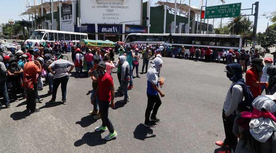 Se compromete AMLO a contratar a unos dos mil normalistas: Sección 22   El Imparcial de Oaxaca