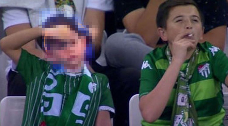 Video: Conoce la verdad sobre el niño que fue grabado fumando en un estadio | El Imparcial de Oaxaca