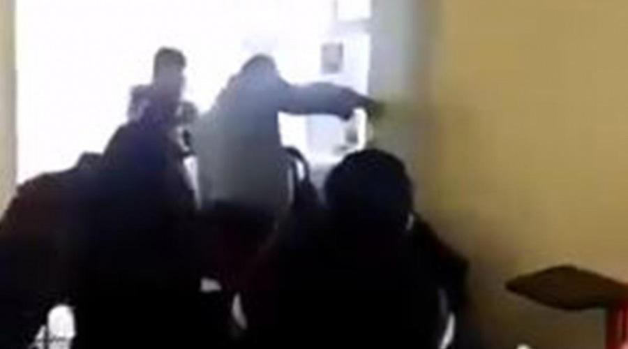 Video: Profesor arroja agua a alumno que se durmió en su clase   El Imparcial de Oaxaca