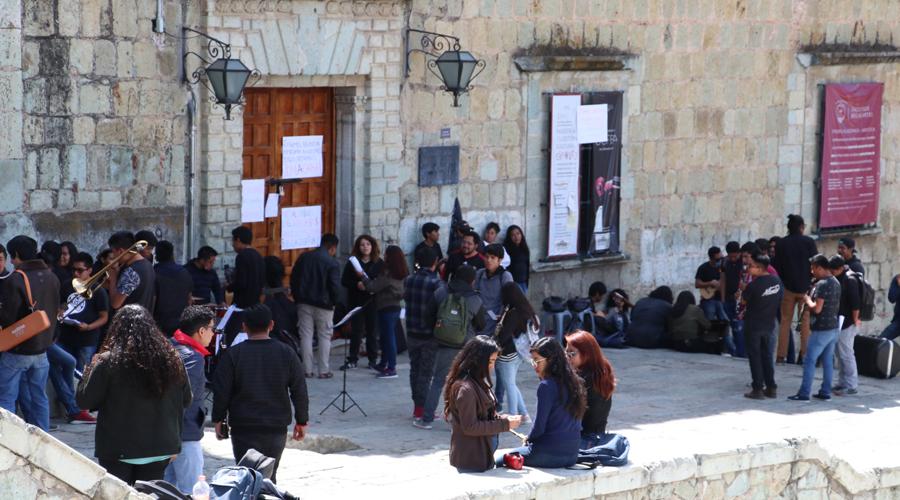 Alumnos de Bellas Artes acusan a sus directivos   El Imparcial de Oaxaca