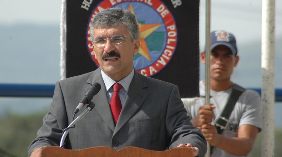 Confrontan Senadores a Sergio Segreste con su pasado | El Imparcial de Oaxaca